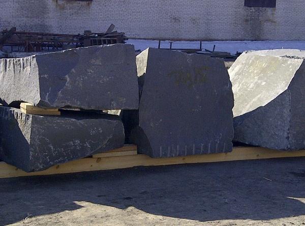 гранитные блоки