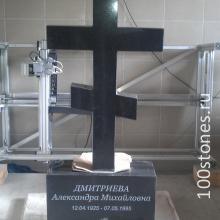 Крест на постаменте выполнен из Габбро-диабаза карельского месторождения. Заказать памятник можно как в лицевой полировке, так и в круговой.